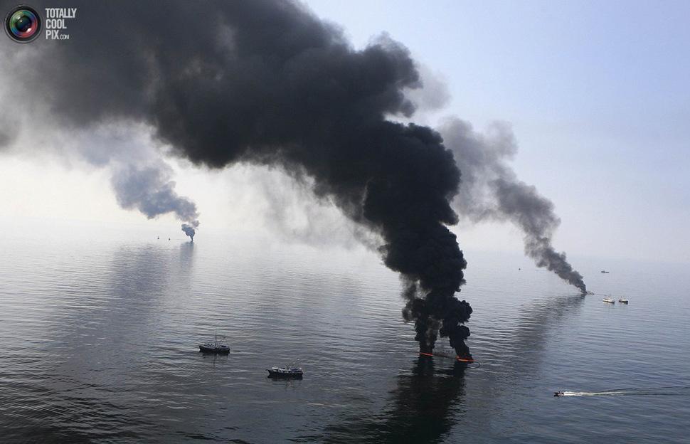 Kontrolowany pożar ropy podczas jej wycieku w Zatoce Meksykańskiej. (2010)
