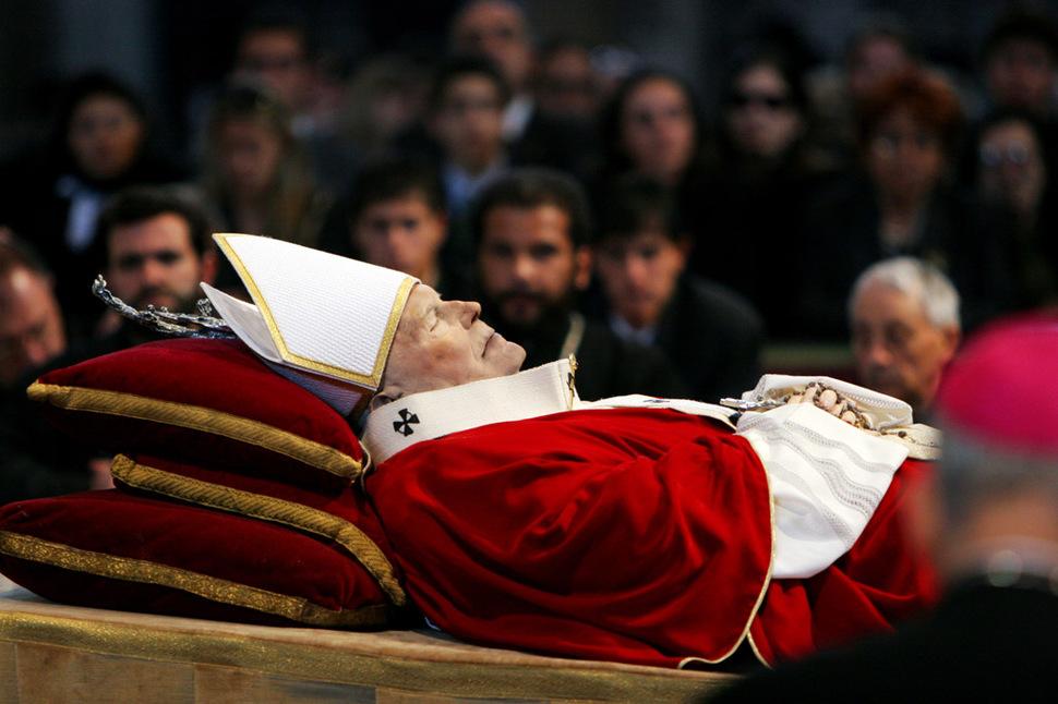 Umiera Papież Jan Paweł II. (2005)