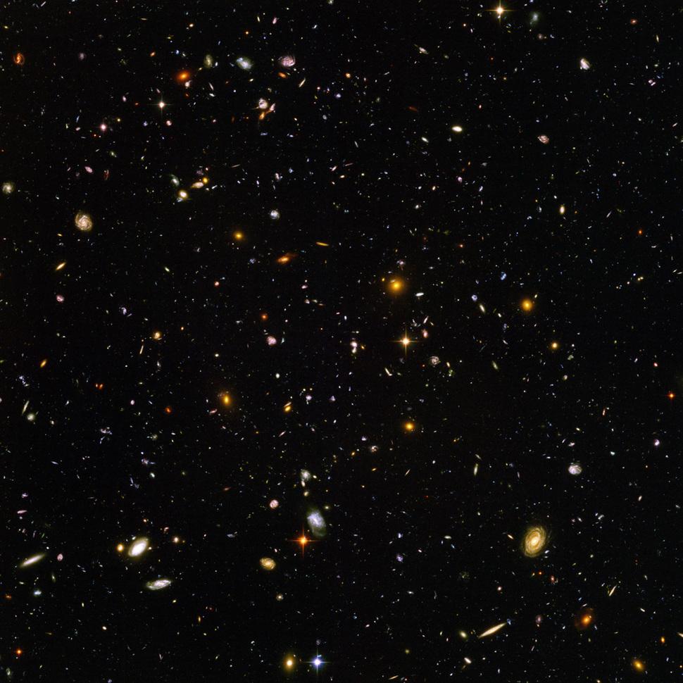 Ultragłębokie Pole Hubbla. Zdjęcie zrobione przez teleskop Hubbla pokazuje Wszechświat sprzed 13 miliardów lat. Zawiera obraz około 10 000 galaktyk. (2004)