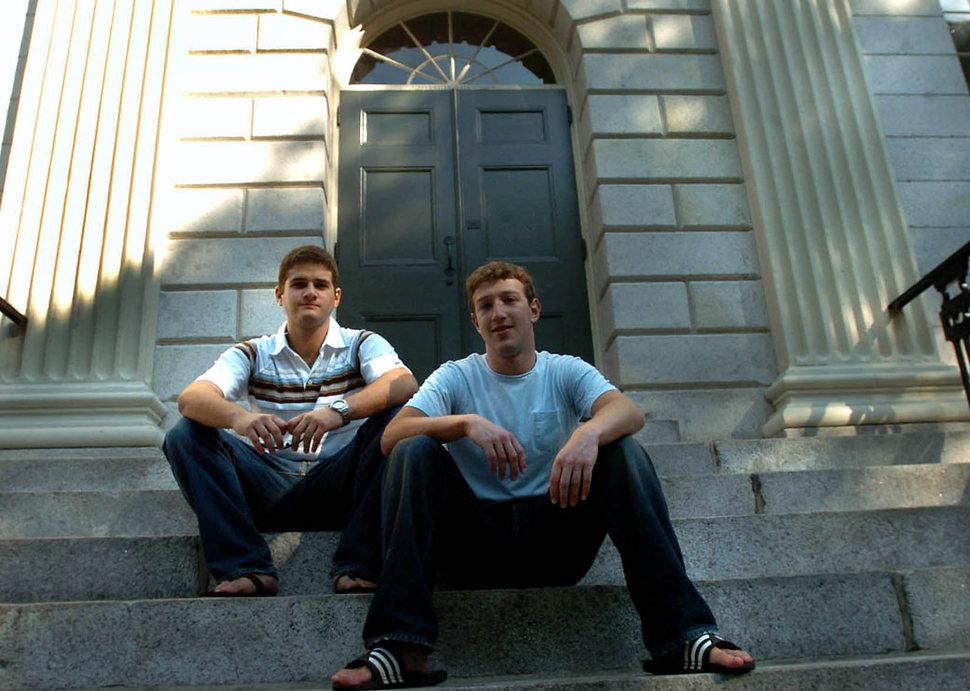 Mark Zuckerberg i Dustin Moscovitz. Właśnie otworzyli Facebooka. (2004)