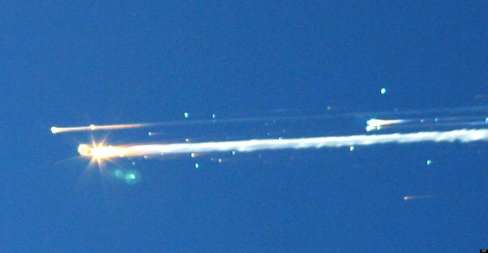 Wahadłowiec Columbia eksploduje podczas powrotu z misji. Cała siedmioosobowa załoga ginie. (2003)
