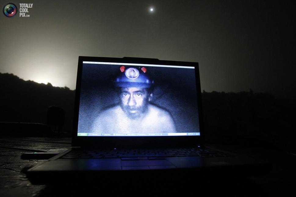 Przekaz na żywo od zasypanych górników w kopalni w Chile. (2010)