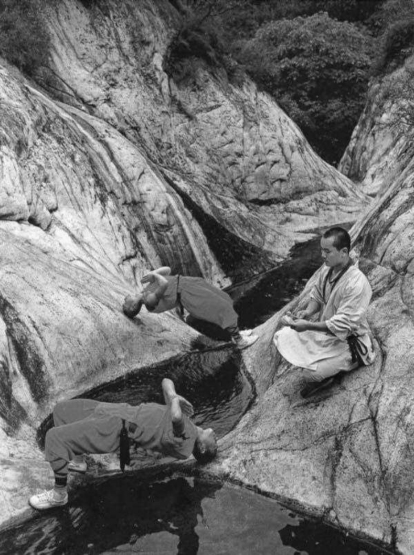 shaolin-monks-training-11