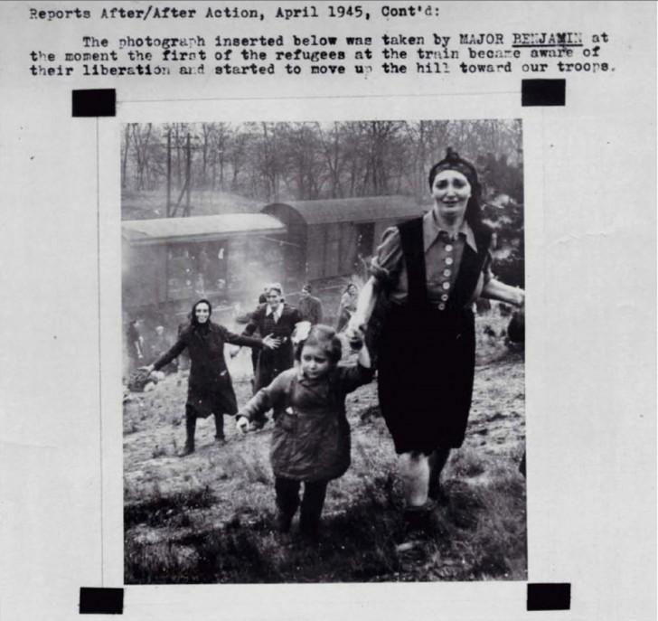 Zdjęcie zrobione chwile po tym, jak żydowscy uchodźcy zdali sobie sprawę, że nie zostaną zesłani na śmierć w obozach koncentracyjnych, lecz są właśnie ratowani.