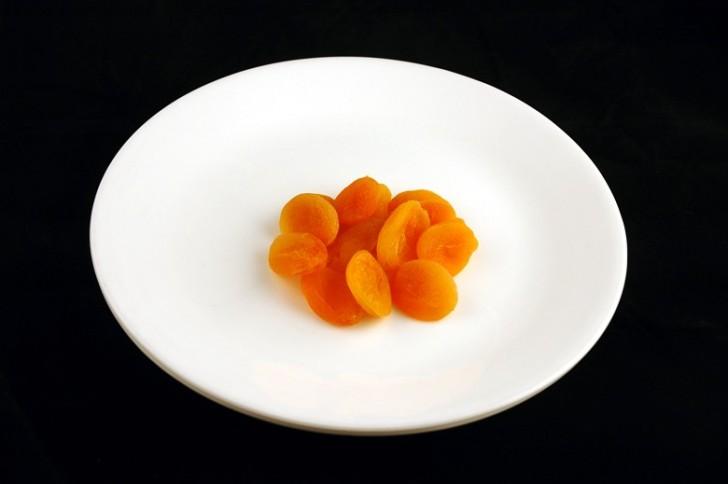 Suszona brzoskwinia