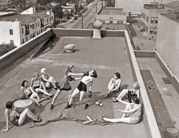 Kobiety walczące na pięści na dachu w Los Angeles (1933)