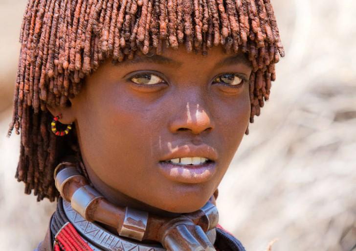 Etiopska dziewczyna z plemienia Hamer