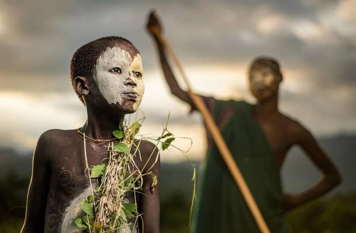 Chłopiec z plemienia Suri w Etiopii