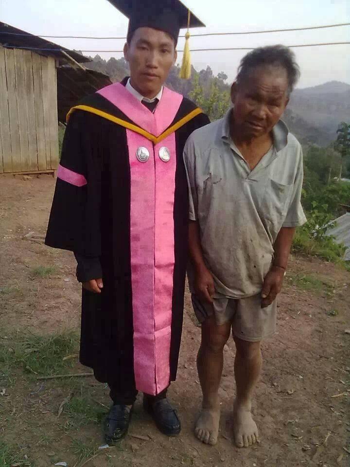 Biedny farmer i jego syn, który właśnie skończył studia
