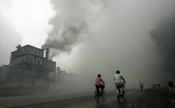Zanieczyszczenie z fabryki Yutian, 100km od Pekinu.