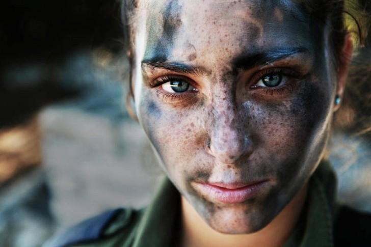 18-letnia dzieczyna w barwach maskujących