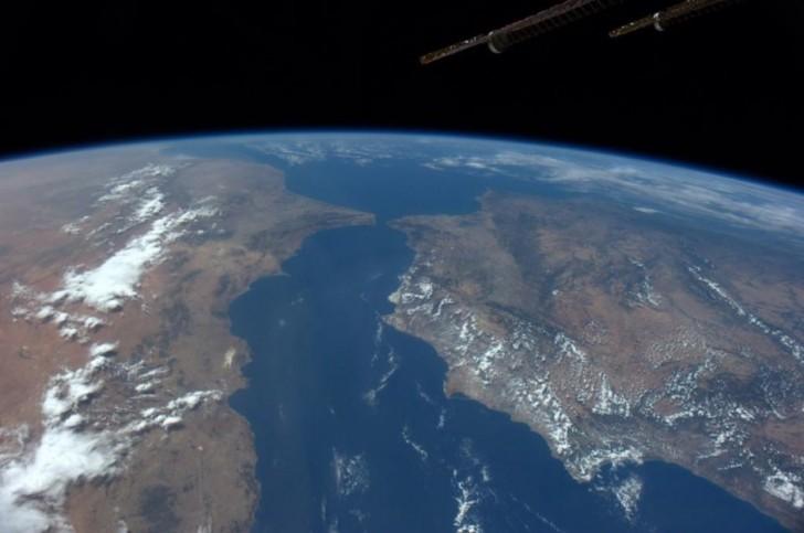 Morze Śródziemne. Po prawej Europa, po lewej Afryka.