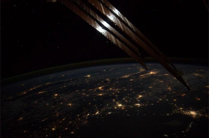 Ziemia nocą.