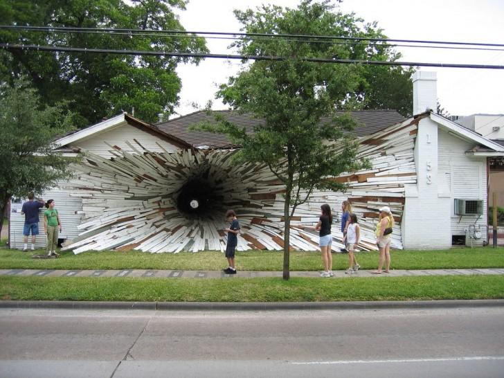 """Dom-dziura"" autorstwa Dana Havela oraz Deana Rucka z 2005 r."
