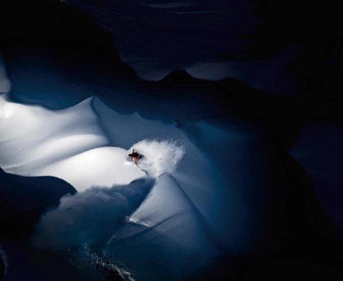 Kategoria: Oświetlenie Fotograf: Scott Serfas Sportowiec: Travis Rice Miejsce: Góry Tordrillo, USA