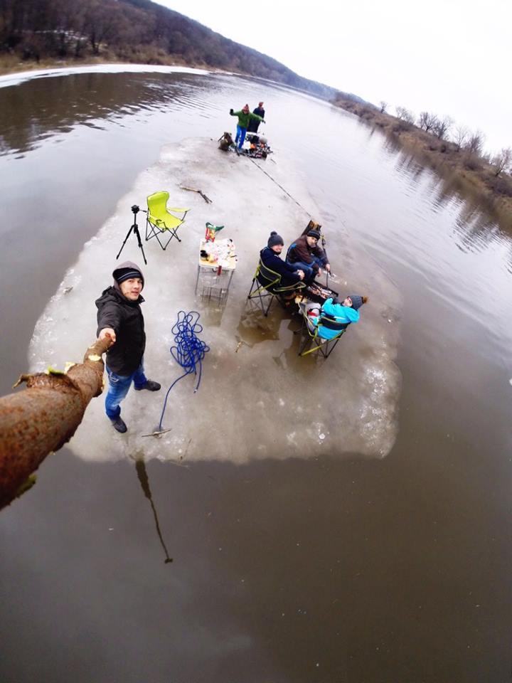 Piknik na lodowej krze. Rosja.