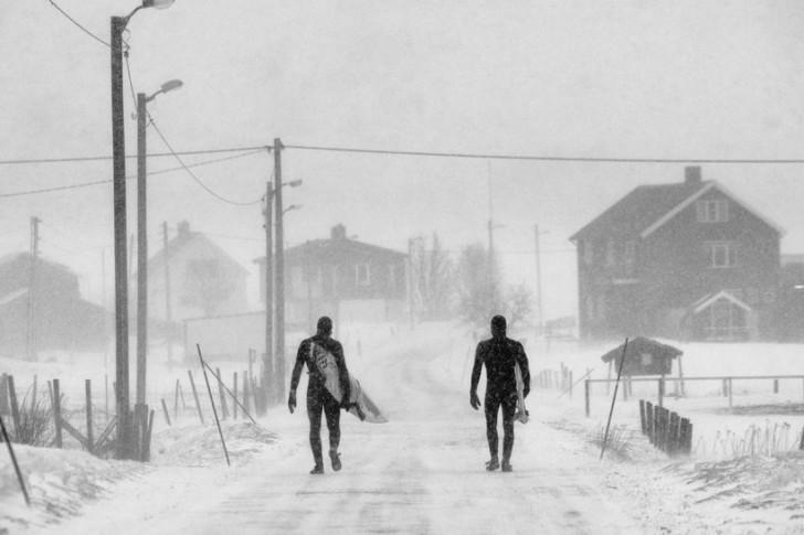 Kategoria: Duch Fotograf: Chris Burkard Sportowcy: Keith Malloy, Dane Gudauskas Miejsce: Unstad, Lofoty, Norwegia