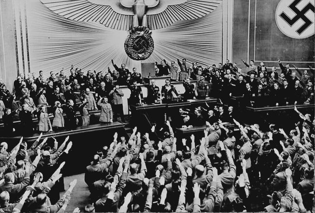 Owacje po udanej aneksji Austrii przez Hitlera, 1938