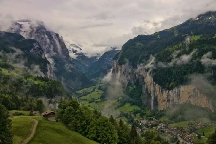Lauterbrunnen w Szwajcarii. Miejsce, którym inspirował się Tolkien tworząc Rivendell