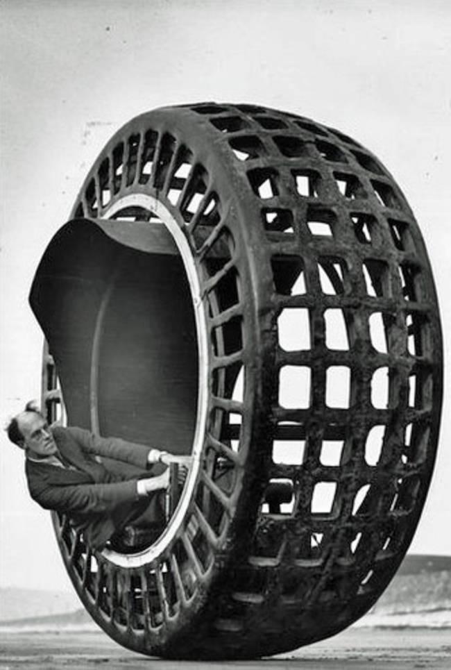 Dynamosfer, jednokołowy wehikuł, który może poruszać się z prędkością nawet do 40 km na godzinę.