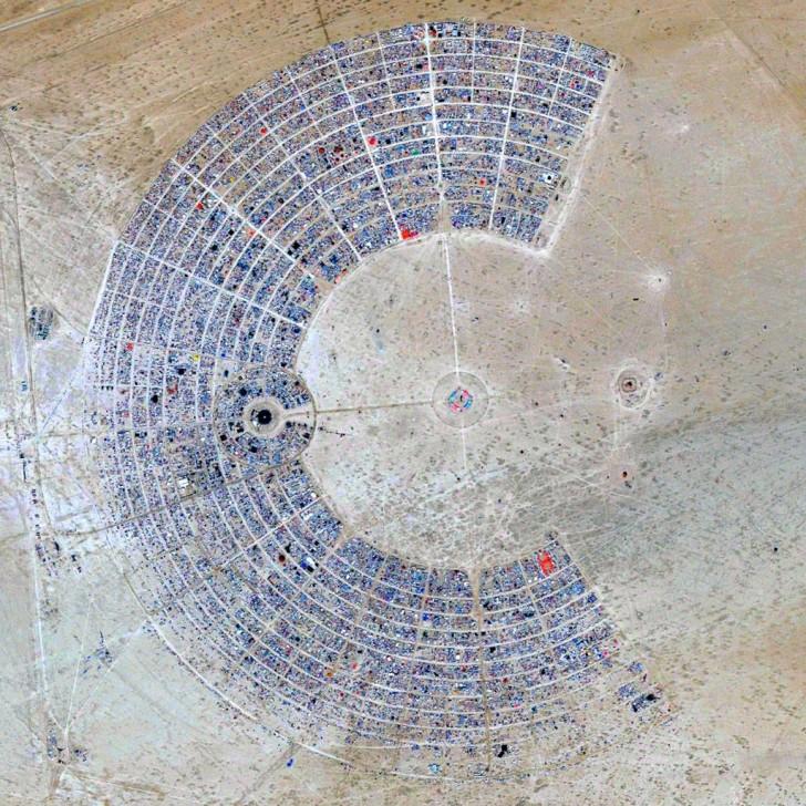 Wioska festiwalowa Burning Man, pustynia Black Rock, USA