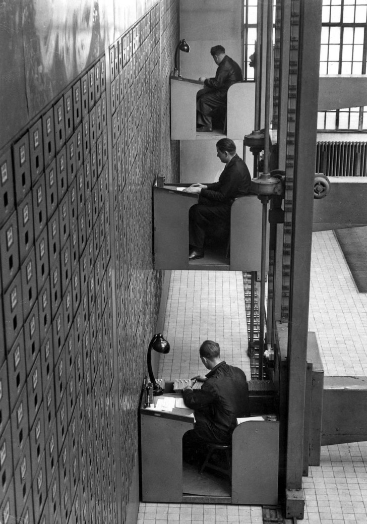 Elektryczne windowe biurka, Praga 1937 r.