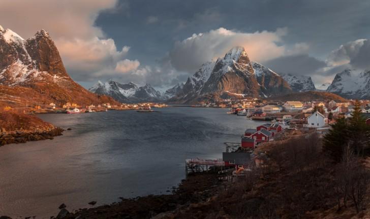 Poranek w Reine, Norwegia