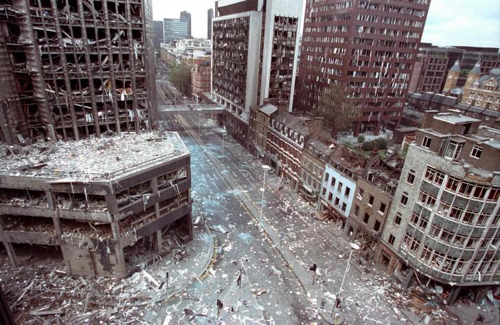 Wormwood Street w City of London po detonacji przez IRA ciężarówki - bomby, 23 kwiecień 1993 roku