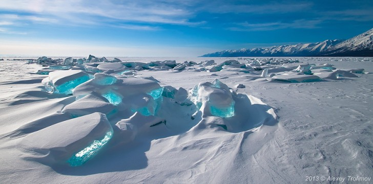 Szmaragdowe Lodowce na jeziorze Bajkał