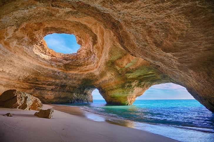 Jaskinia w Algarve, Portugalia