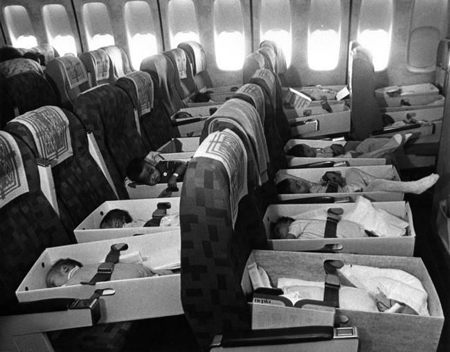 Operacja Baby Lift – transport sierot, które straciły rodziców w wyniku działań wojennych w Wietnamie w 1975 roku.