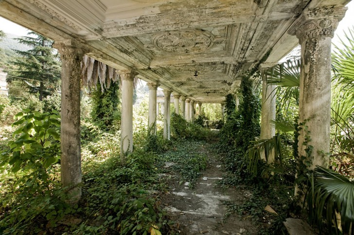 nature-reclaiming-abandoned-places-22