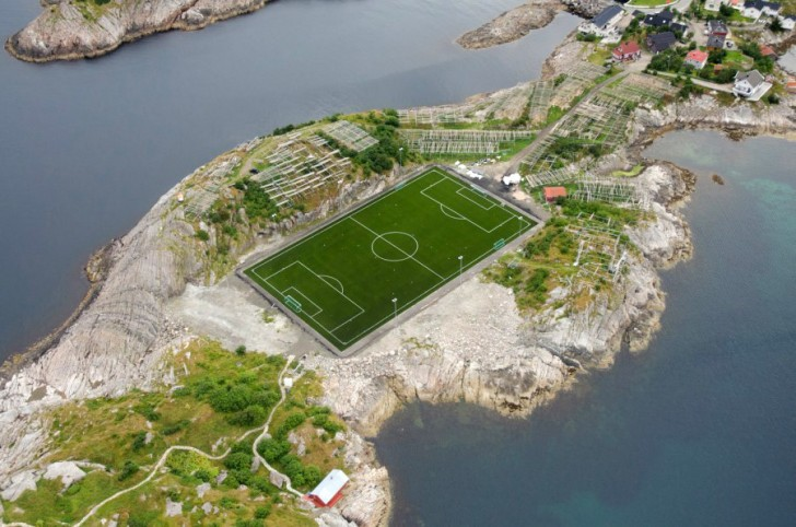 norway-arctic-20-lofoten-henningsvaer-football-900x596