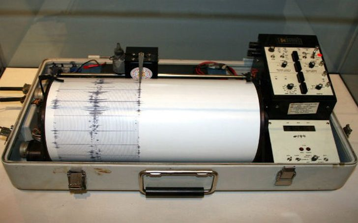 Earthquake-detector-610x380
