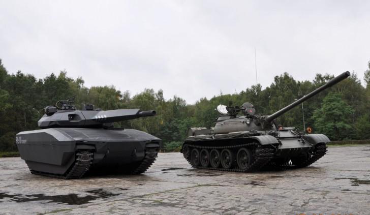 Polski wóz wsparcia bezpośredniego PL-01 Concept (póki co bardziej makieta niż pełnoprawna jednostka) obok czołgu T-55
