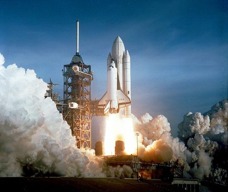 __b_Space_Shuttle_Columbia_launching