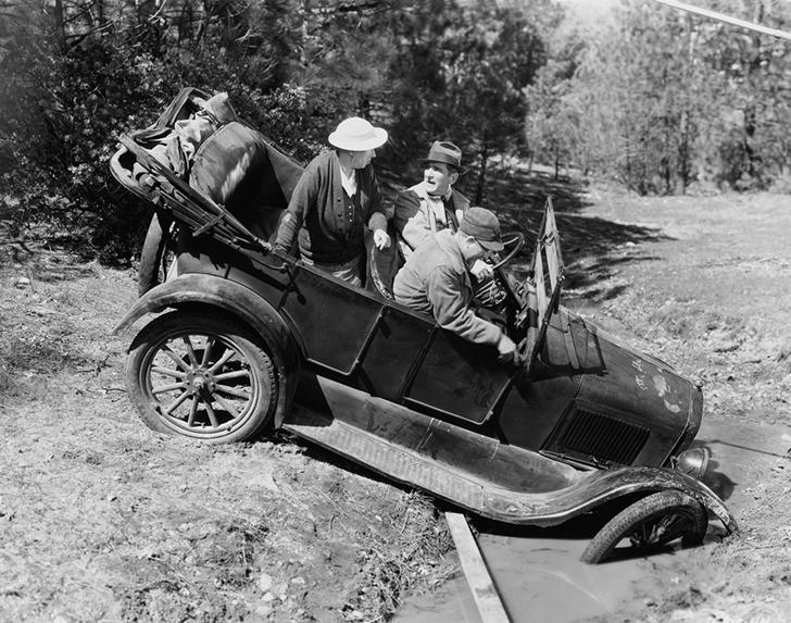Pierwszy wypadek samochodowy w historii ludzkości!