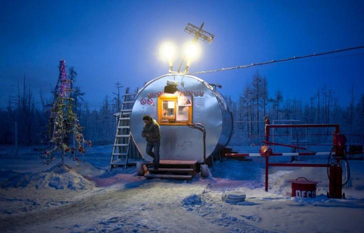 coldest-city-gas-station