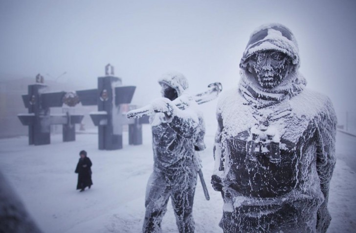 coldest-city-ww2-statues