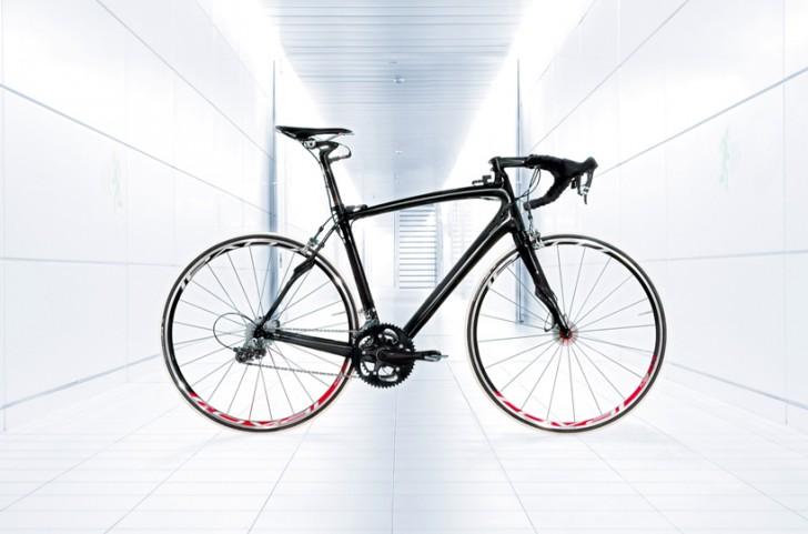 mclaren-f1-specialized-roadbike-designboom01