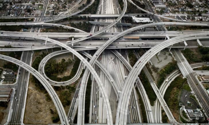 Ten motoryzacyjny koszmar ale i zarazem cudo inżynierii to Judge Harry Pregerson Interchange w Los Angeles (USA)