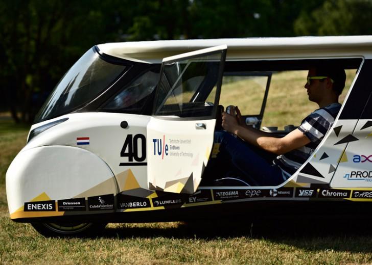 BvOF-Stella-Lux-Solar-Car-Eindhoven_dezeen_784_2