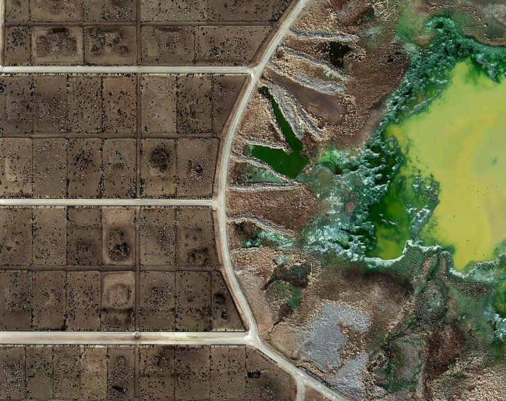 british-artist-mishka-henner-captured-the-effects-of-industrial-farming-on-the-american-countryside-here-you-can-see-the-chemical-byproducts-from-the-feedlots-at-an-industrial-farm-he-exhibi