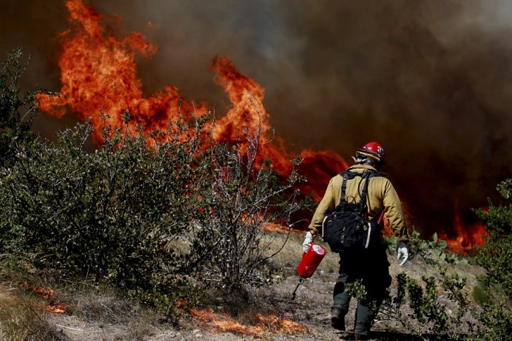 californias-drought-is-leading-to-dangerous-wildfires-like-this-one-near-san-diego-in-may