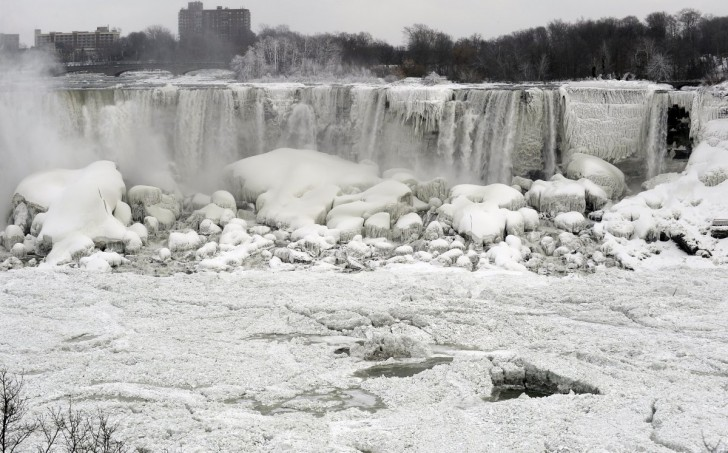 contrary-to-some-reports-niagara-falls-didnt-totally-freeze-but-the-polar-vortex-formed-enough-ice-to-create-some-spectacular-images