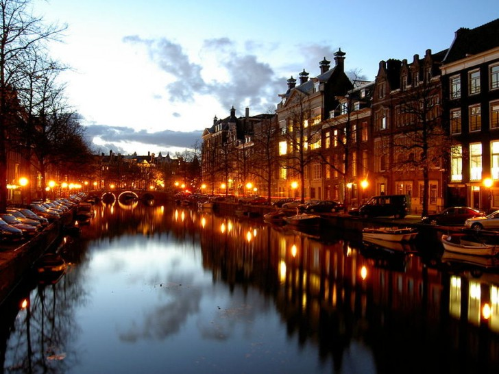 greenest_cities_amsterdam_night