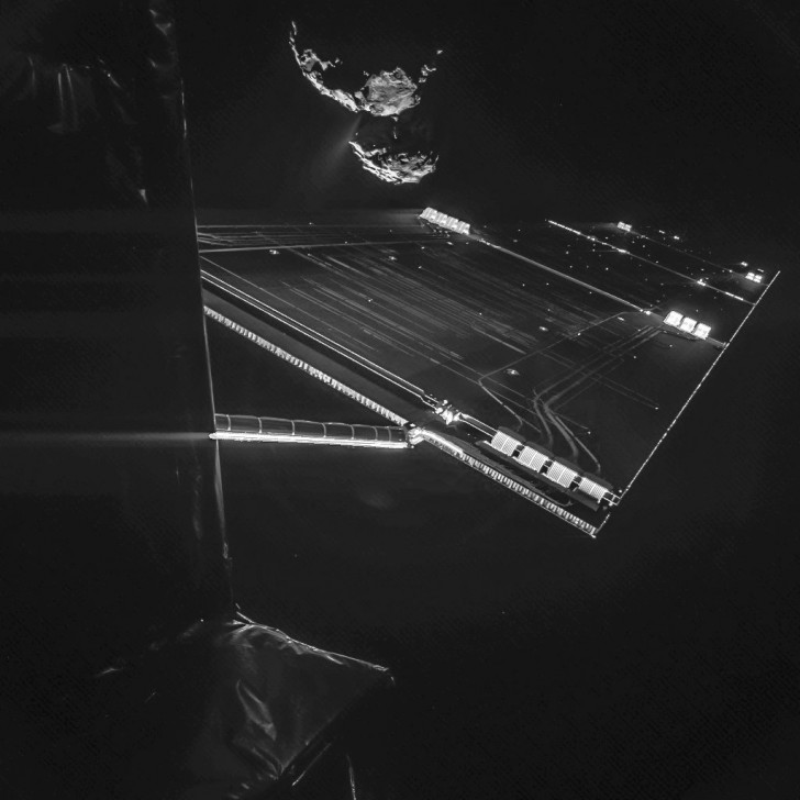 in-november-humanity-got-its-closest-look-ever-at-a-comet-via-the-philae-lander-and-rosetta-spacecraft--heres-what-the-comet-looked-like-from-the-ship