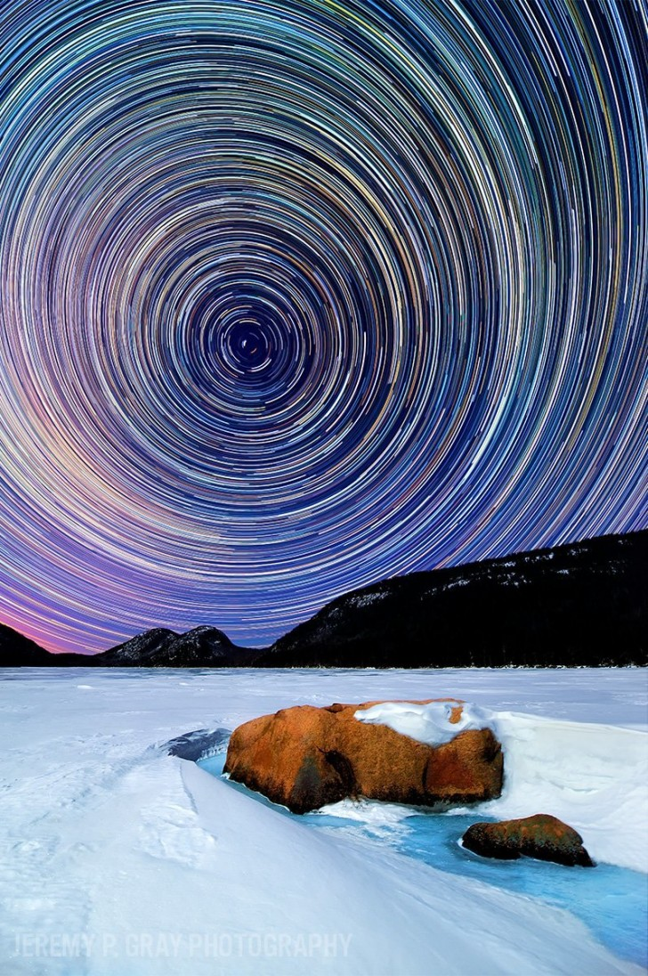 jeremy-gray-shoots-incredible-images-of-maines-night-sky-mesmerizing-star-trails-paint-the-night-sky-along-the-frozen-snow-blanketed-banks-of-jordan-pond-in-acadia-national-park-in-this-imag