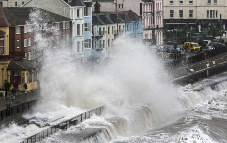 massive-floods-caused-by-a-giant-storm-hit-the-uk-in-february
