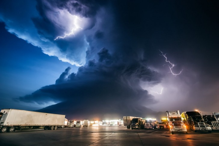 mike-hollingshead-makes-a-living-following-the-worst-storms-in-america-from-snarling-tornadoes-chewing-up-the-kansas-farmland-to-supercell-thunderstorms-massing-over-the-dakotas-this-superce